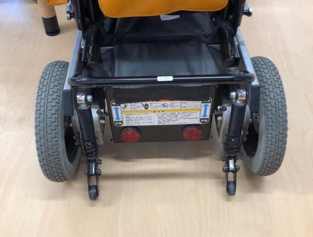 電動車椅子後輪とバッテリー
