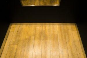 エレベーターの中の鏡