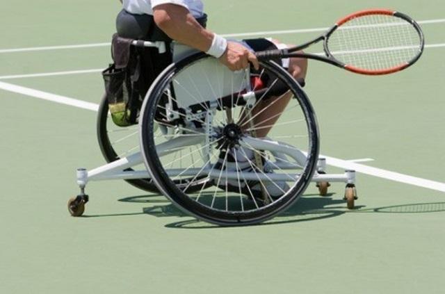 車椅子テニス用車椅子
