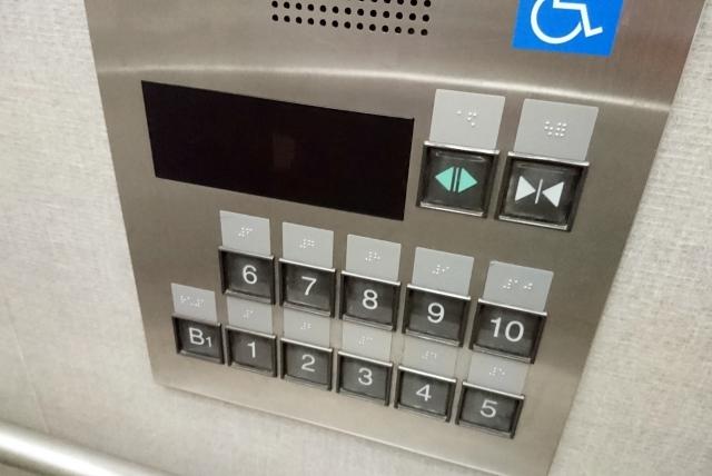 エレベーターのボタン