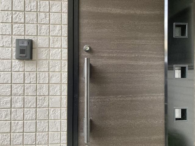 玄関のドア